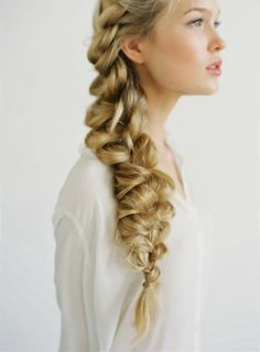 Lateral DIY braid as a romantic bridal hairdo, diy-flechtzopf-ideen-langhaarfrisuren-hochzeit, Side Braid Hairstyles, Pretty Hairstyles, Wedding Hairstyles, Graduation Hairstyles, Hairstyle Braid, Bohemian Hairstyles, Summer Hairstyles, Rainbow Hairstyles, Plait Hair