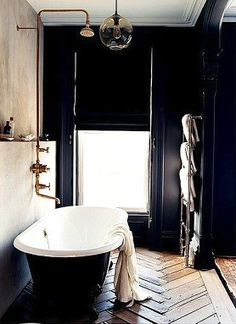 Moody tub room