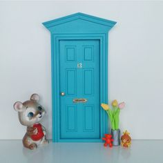 Las auténticas puertas para el ratoncito perez españolas,puertas ratón perez,puerta ratoncito perez,regalo original niños.Toothfairy door,baby deco,kids deco trend Elf Door, Fairy Homes, Oui Oui, Gum Paste, Windows And Doors, Kids Rooms, Kid Stuff, Fondant, Miniatures