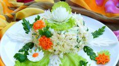 Очень вкусный, нежный и сочный салатик. Готовится очень быстро из самых доступных продуктов. Такой салат с достоинством украсит любой праздничный стол! Ингредиенты: капуста китайская — 300 г грудка куриная — 1 шт. яйца куриные — 4 шт. огурец — 2 шт. лук — 1 шт. уксус — 60 мл майонез — по вку