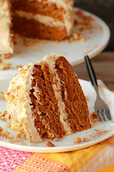 Vegan Pumpkin Cake with Cinnamon Buttercream Frosting. Moist, perfectly spiced and totally delicious! #vegan #lovingitvegan #pumpkincake #vegancake #vegandessert #dairyfree