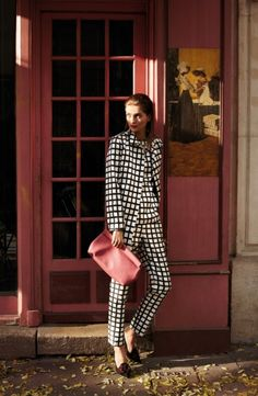 Model Ella Kandyba looks mysterious in this editorial lensed by Alexander Neumann for L'Officiel Turkey's January issue. Ayca Elkap helps Ella get into sleuth style in around-the-town attire inspired by the movie 'The Pink Panther'. Look Fashion, Fashion Show, Womens Fashion, Suit Fashion, Simply Fashion, Plaid Suit, Checkered Suit, Gingham, Costume