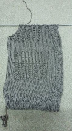 480 × 872 pixels - Baby And Women Baby Blanket Crochet, Crochet Baby, Crochet Top, Baby Knitting Patterns, Hand Knitting, Crochet Patterns, How To Start Knitting, Baby Vest, Baby Boy Blankets