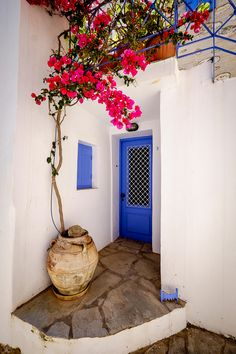 A beautiful couples studio with view to the sea & a private outdoor area. Fully equipped kitchen area, full wifi, green-tech cooling/heating, and more. Syros Greece, Holiday Hotel, Paradise On Earth, Beautiful Couple, Greece Travel, Greek Islands, Life Is Good, Places To Visit, Studio