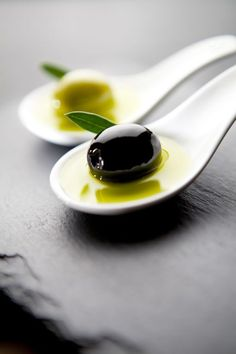  Cookery  // Food // // Green and Black Olives Food Photography Styling, Food Styling, In Vino Veritas, Food Pictures, Food Art, Great Recipes, Tapas, Good Food, Food And Drink