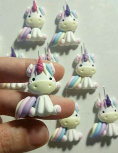 Risultati immagini per Visitar DIY - Unicórnio Kawaii em Biscuit *--* Fimo Polymer Clay, Polymer Clay Animals, Polymer Clay Projects, Polymer Clay Creations, Polymer Clay Jewelry, Unicorn Birthday, Unicorn Party, Fimo Kawaii, Clay Magnets