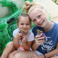 V E G A N K I D S Mia & Sienna have a brand new 'What Vegan Kids Eat' video showing you what they eat in a day in Spain! Check it out on their own YouTube channel Vegan Kid TV #veganfitness #vegankids Youtube Stars, Kids Tv, Rc Cars, Cute Kids, Youtubers, Famous People, Spain, Sisters, Channel