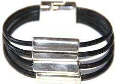 """#Pulsera para hombre """"cuatro"""" realizada en cuero, zamak baño de plata,cierre de metal. #handmade #bracelet http://nellass.com/products/cuatro%2C-18-cm.html"""