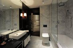 Modern New Hotel in Vienna: New Houses Bathroom Design Of Hotel Topazz By BWM Architekten Und Partner With The White Tub ~ FreeSharing Hotel Luxury Master Bathrooms, Dream Bathrooms, Modern Bathrooms, Modern Hotel Room, Central Building, Hotel Architecture, Bathroom Lighting, Photos, Relax