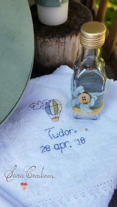 "Sara Creations - detaliu trusou botez personalizat, brodat manual "" baloane cu aer cald """