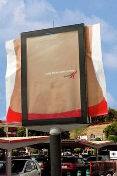 """Outdoor criativo da Special K """"Perca aqueles centímetros a mais"""" - Marketing de guerrilha"""
