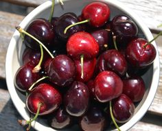 Tart cherry juice may just be the natural alternative to pain-relief standbys like ibuprofen, ice, and heating pads. These sour little orbs could be nature's prescription for an aching body.