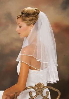 Medium length veil