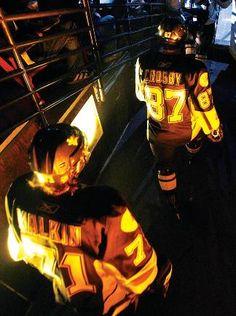 Evgeni Malkin & Sidney Crosby my boys Pens Hockey, Ice Hockey Teams, Hockey Players, Pittsburgh Sports, Pittsburgh Penguins Hockey, Evgeni Malkin, Lets Go Pens, Hockey Season, Sidney Crosby