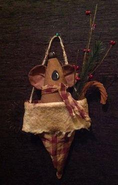 Primitive Christmas Caroler Mouse by BeaverBoutiquePrim on Etsy