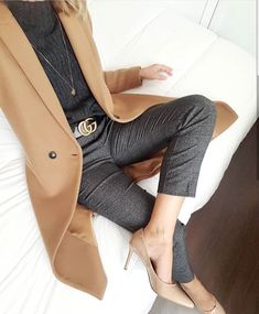 Mode manteau 2019 You are in the right place about Women's Jeans outfits Here we offer you the most beautiful pictures ab Business Mode, Business Outfits, Business Attire, Business Fashion, Mode Outfits, Office Outfits, Casual Outfits, Fashion Outfits, Woman Outfits
