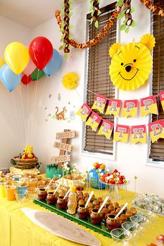Party directing (decorating) at the birthday party of a child whose theme is Pooh Birthday Wishes Girl, Bear Birthday, Baby 1st Birthday, Birthday Diy, First Birthday Parties, Birthday Party Themes, Birthday Ideas, Disney Winnie The Pooh, Tigger And Pooh