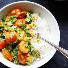 Kokos-Curry mit Spinat und Tomaten - Kochkarussell Caril de coco com espinafre e tomate. Veggie Recipes, Vegetarian Recipes, Healthy Recipes, Cooking Tomatoes, Coconut Curry, Coconut Shrimp, 30 Minute Meals, Clean Eating Recipes, Soul Food