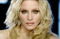 Católicos fazem abaixo assinado contra show de Madonna na Polônia