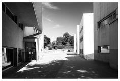|pt| O alinhamento da entrada.  |eng| The alignment of the entrance.  © Rui Pedro Bordalo  #architecture #arquitetura #fotografia #photography #siza #sizavieira