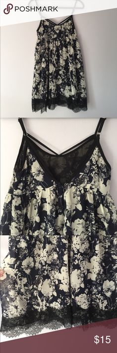 🌴Blue Floral Babydoll dress Perfect for festival season. Top has empire waist and caging details. Bottom is lined with delicate black lace. Dresses Mini