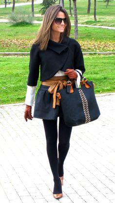 Cape, short shorts & bow belt for an instant chic & cute look I want this entire outfit! I Love Fashion, Passion For Fashion, Fashion Looks, Fashion Design, Preppy Style, Her Style, Street Chic, Street Style, Classy Outfits