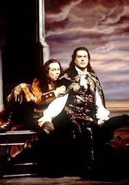 """Ferruccio Furlanetto ( Leporello) et Bryn Terfel ( Don Giovanni) dans l'opéra """" Don Giovanni"""" de Mozart au MET de New York en 2000.  Extraordinaire !  Conducteur; James Levine . Et les costumes sont magnifiques !"""