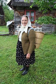 Simple woman from Maramures (northern Romania) - photo by Mihai Joimir Beautiful Places To Visit, Life Is Beautiful, Romanian Girls, Transylvania Romania, Half The Sky, Visit Romania, Old Folks, City People, Bucharest Romania