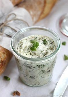 Today I share an EasyPeasy favorite recipe: herb butter with feta cheese! - Herb butter with feta cheese: Mix 125 soft butter with 100 g of sheep& cheese until foamy wit - Flavored Butter, Homemade Butter, Homemade Recipe, Dip Recipes, Grilling Recipes, Party Recipes, Chutneys, Law Carb, Pesto Dip