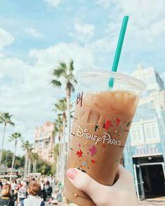 I want to get Starbucks at disneyland so bad Comida Disney, Disney Food, Cute Disney, Disney Snacks, Disney Starbucks, Starbucks Drinks, World Disney, Disney Pixar, Disney World Princess