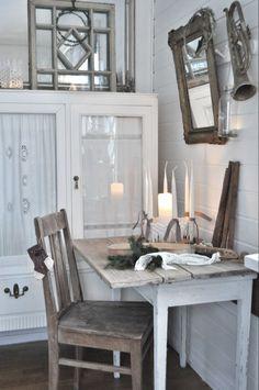 Inspiration i vitt: Julpyntat vardagsrum....