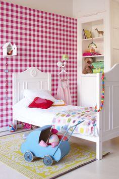 Girls room - gingham wallpaper