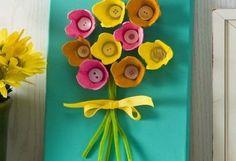 quadro-com-flores-de-caixas-de-ovos.jpg (481×330)