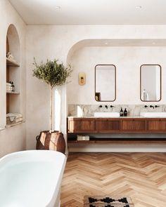 Bathroom Inspiration, Interior Design Inspiration, Home Decor Inspiration, Style Toscan, Built In Vanity, Bathroom Interior Design, Studio Interior, Beautiful Bathrooms, Interiores Design