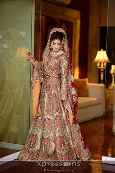 Pakistani Bridal Makeup, Bridal Lehenga, Pakistani Mehndi, Beautiful Indian Brides, Beautiful Bride, Shadi Dresses, Indian Dresses, Wedding Wear, Wedding Dresses
