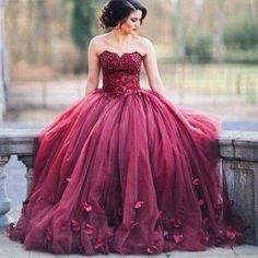 Silhouette: Ball Gown Neckline: Sweetheart Sleeve Length: Sleeveless Waist: Natural Back Details: Zipper Hemline/Train: Floor-length Embellishment: Appliques Fabric: Tulle Fully Lined: Yes Built-in Bra: Yes