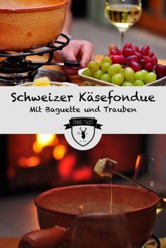 Ihr seid noch auf der Suche nach einem ein Rezept für Weihnachten oder Silvester. Wie wäre es mit den Klassiker der Schweizer Küche schlechthin: das Käsefondue. Bei uns natürlich selbstgemacht (ohne fertige Mischung) und mit ein paar kreativen Vorschlägen – schließlich kann man mehr als nur sein Brot im Käse verlieren.
