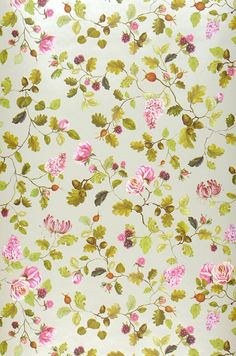 Floral wallpaper Rina reminds us of a lush summer garden with the scent of roses and sweet fruit. How To Hang Wallpaper, Rose Wallpaper, Purple Flower Background, Purple Flowers, Flower Pattern Design, Flower Patterns, Photo Mural, Floral Printables, Pip Studio