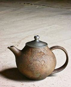 source : oen shop (kazunori ohnaka) _ collection poterie céramique japonaise théière brut (ceramic teapot)