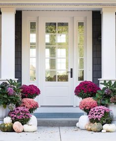 It& time to decorate your fall front porch! Rounding up the best fall porch décor ideas to give you plenty of festive Autumn inspiration. Fall Home Decor, Autumn Home, Front Entrances, Front Door Decor, Front Porch Fall Decor, Front Door Plants, Front Porch Garden, Front Hallway, Porch Decorating