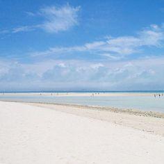 【blu_to.mo】さんのInstagramをピンしています。 《🌺 南風にふかれ その時の島に ただ身体と心を浸します  #コンドイビーチ #竹富島 #八重山諸島 #沖縄 #空 #雲 #海 #浜 #青い空 #白い雲 #kondoibeach #condoibeach #taketomiisland #yaeyamaislands #okinawa #sky #clouds #sea #beach #resort #beach #whitebeach #whitesand #bluesky  #2011年5月5日 #島時間 #tommy_blue》