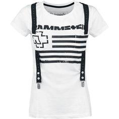 Bílé tričko s regulovatelnými šlemi.  Šle jsou přišité k tričku a jsou připevněny na hrudníku pomocí našitých aplikaci.