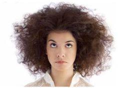 8 Mascarillas Anti Frizz. Si tú tienes uno de los problemas capilares que la mayoría de mujeres lo sufren como es el friz del cabello es momento que pongas en práctica alguna de est