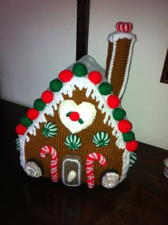 My mum knitted this beautiful giant gingerbread house. It's gorgeous!! Pattern by Alan Dart.