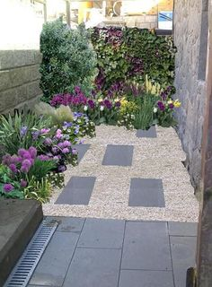 08 Beautiful Small Front Yard Landscaping Ideas - All For Garden Back Gardens, Small Gardens, Outdoor Gardens, Courtyard Gardens, Small Front Yard Landscaping, Backyard Landscaping, Landscaping Ideas, Backyard Ideas, Small Garden Design