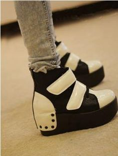 Platform Sneakers Performance Makeup, Eclectic Style, Platform Sneakers, Crazy Shoes, Cute Shoes, Makeup Ideas, Leather Shoes, Shoe Boots, Favorite Things