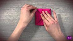 Pliage de la serviette en forme de Fleur de Lotus