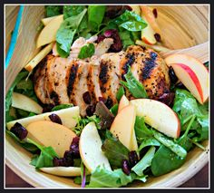 This Chicken & Apple salad makes for a quick, easy & very healthy lunch idea // #lunch #salad #easy