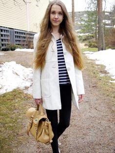 White coat with a striped shirt, more on pinjakk.blogspot.com  #spring #fashion #style #stripes