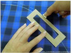 truques que facilitam imenso a costura: (I think this is a homemade hem gauge. Looks like and maybe Could be any 2 measurements. Too clever! Sewing Lessons, Sewing Class, Sewing Studio, Sewing Tools, Sewing Hacks, Sewing Tutorials, Sewing Projects, Sewing Patterns, Sewing Basics